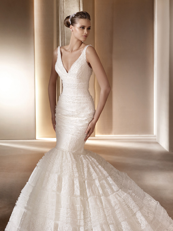 Мереживна весільна сукня-