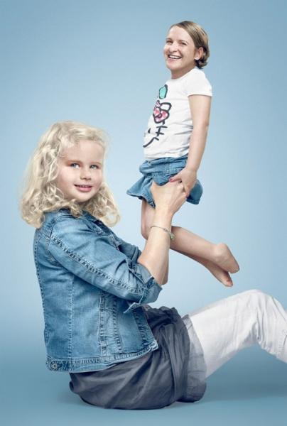 Мама на руках у 3-річної доньки: діти й