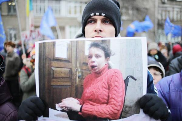 Какие эмоции овладевали большинством украинцев в 2013 году
