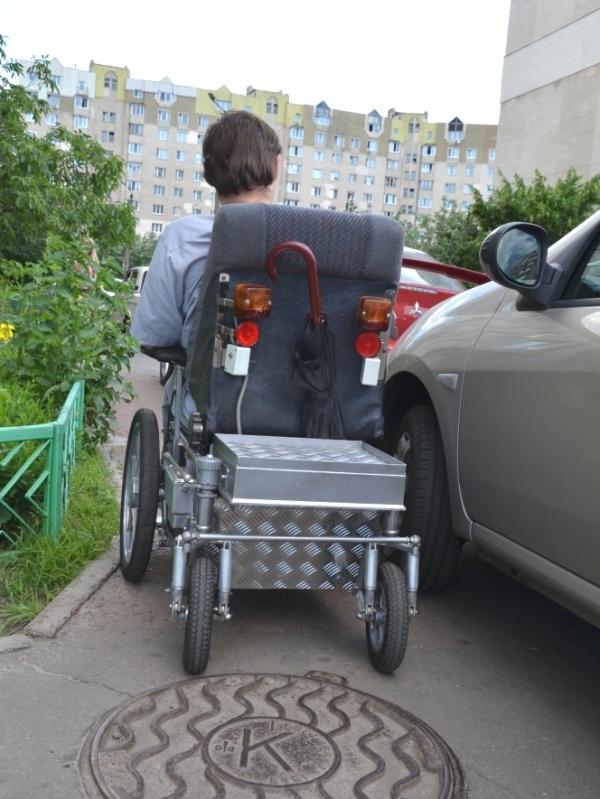 Машини, що перекривають доступ пішохідної частини