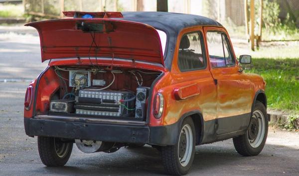 https://lifeimg.pravda.com/images/doc/5/c/5c8ac59-student-elektromobil.jpg