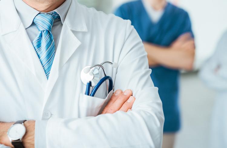 Почти 60% украинцев считают, что медицина в Украине должна быть частично платной