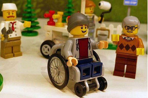У Lego вперше з'явилася фігурка людини в інвалідному візку