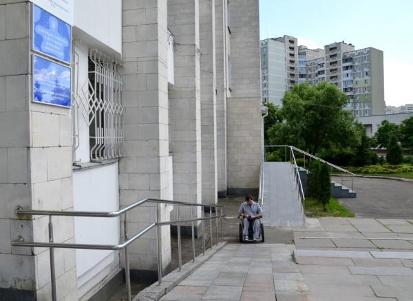 Пандус Дарницької райдержадміністрації